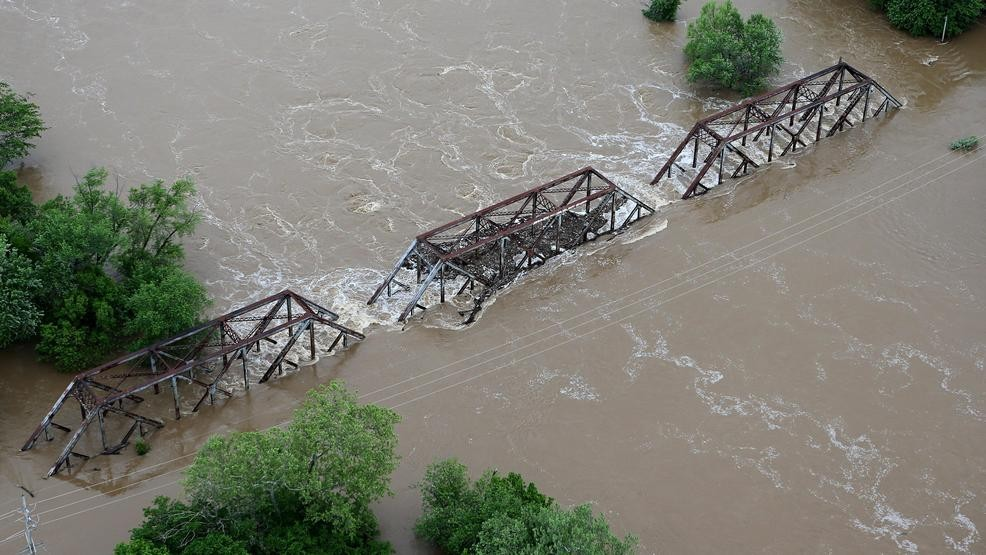 Floodwaters strain Midwest agricultural levees | WBMA