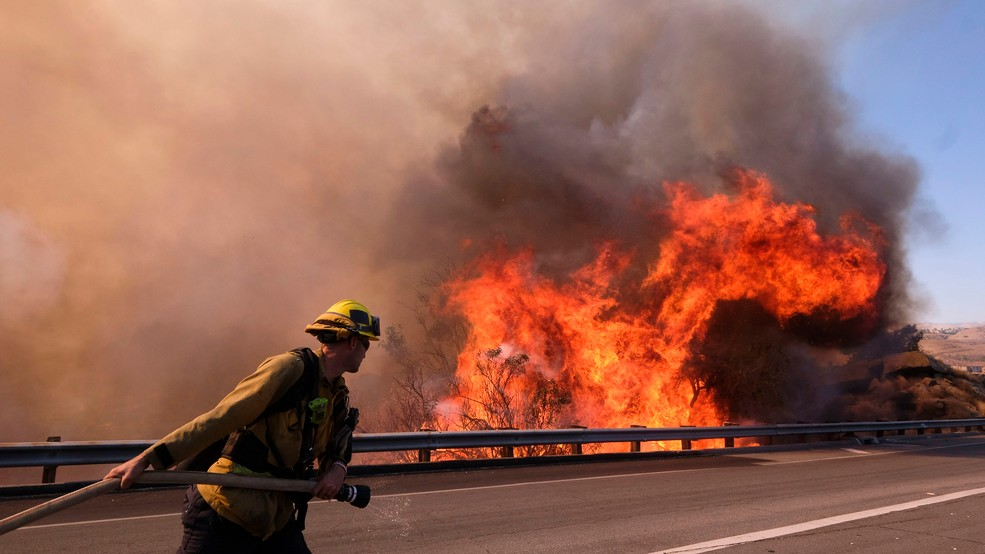 Southern California wildfire roars to life in wilderness | WBMA