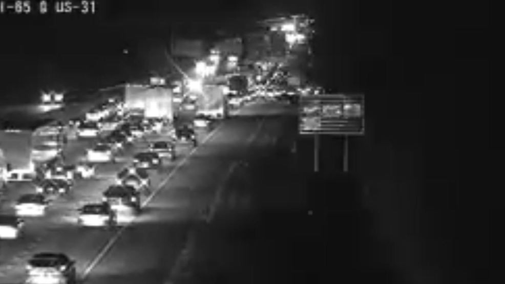 Traffic flowing smoothly on I-65 N at US 31, Alford Ave after car